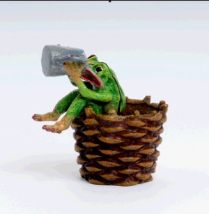 Frog Basket and beer mug (Žába v koši pije pivo)-Frogs---- VIENNA BRONZE ---